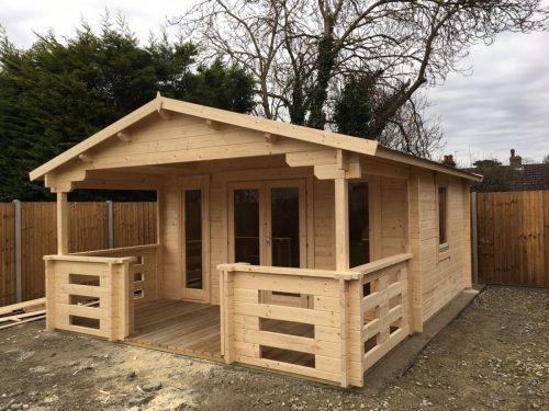 Holz-Gartenhaus mit Terrasse Henry