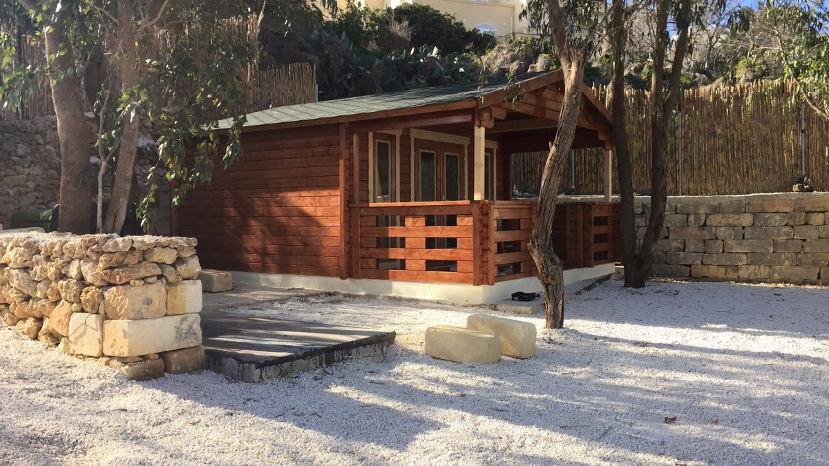holz gartenhaus mit terrasse henry 15m 44mm 4x6 hansagarten24. Black Bedroom Furniture Sets. Home Design Ideas