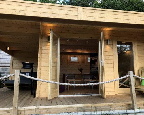 Gartenhaus mit Terrasse Hansa Lounge XL 15m² / 44mm / 5×6