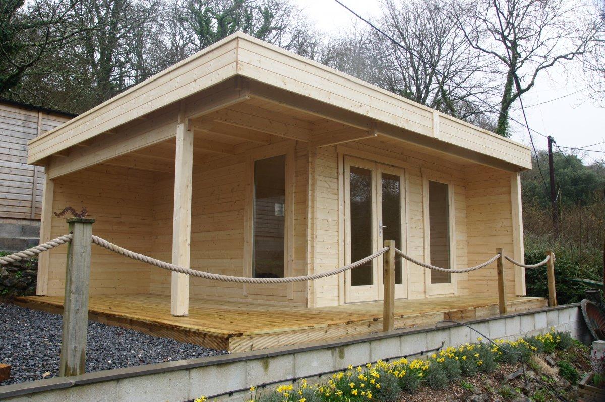 modernes gartenhaus mit terrasse hansa lounge xl 15m 44mm 5x6 hansagarten24. Black Bedroom Furniture Sets. Home Design Ideas
