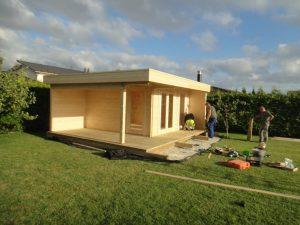 Montage eines Gartenhauses