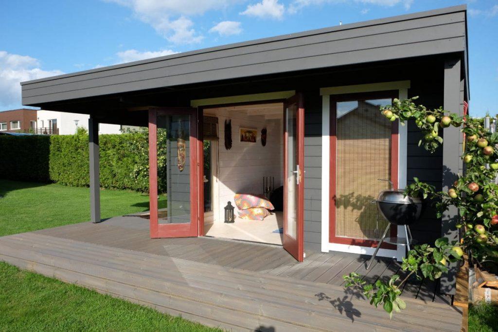 das hansa lounge xl gartenhaus mit erweitertem sonnendeck hansagarten24. Black Bedroom Furniture Sets. Home Design Ideas
