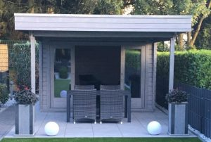 Modernes Gartenhaus mit Terrassenvordach Lucas E