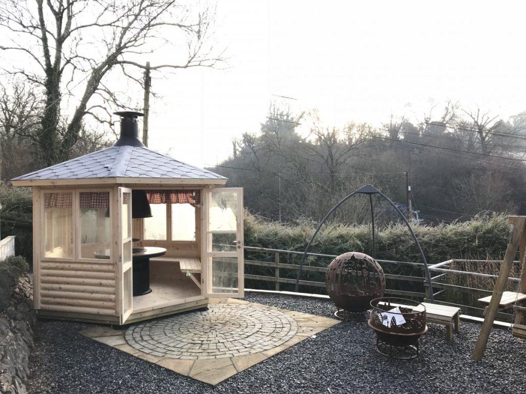 Holzhäuser und Blockhäuser von Hansagarten24 für die Anlage eines Campingplatzes