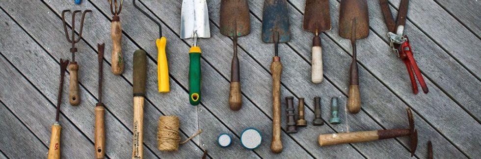 Das Gerätehaus aufräumen und pflegen – Eine typische Winterarbeit?