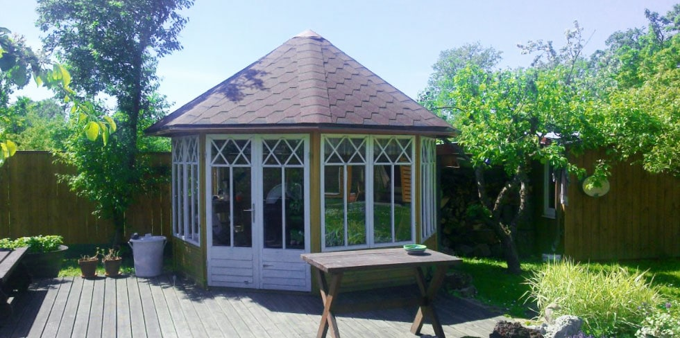 Eine tolle Gartenparty in der Gartenhütte