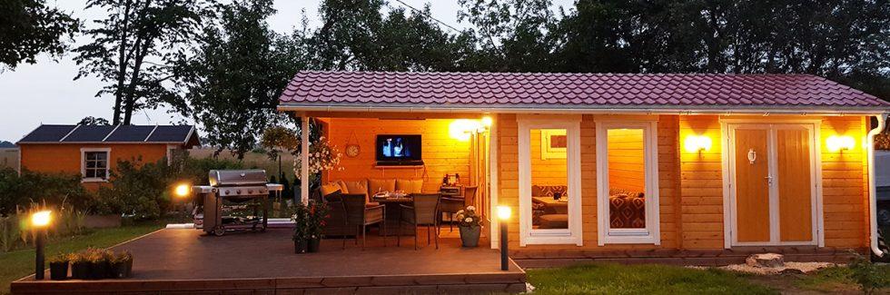 Ein Gartenhaus mit Terrasse – gesundes Leben in der Natur