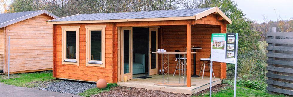 Ein Gartenhaus mit Terrasse – Freizeitgestaltung im eigenen Garten